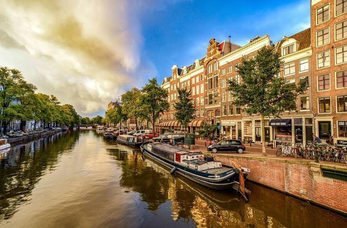 Pana in 2030, 'Clean Air' va elimina din Amsterdam vehiculele cu motoare diesel si pe benzina