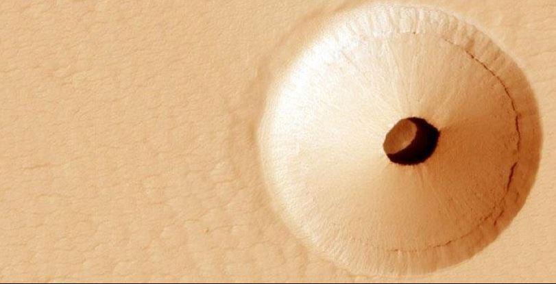 Un orificiu urias a fost descoperit pe Marte
